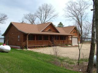 Lake Escape on Castle Rock Lake, near WI Dells - Necedah vacation rentals