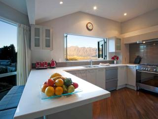 Perfect Queenstown vacation House with Deck - Queenstown vacation rentals