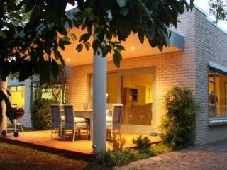 Convenient 4 bedroom Constantia House with Satellite Or Cable TV - Constantia vacation rentals