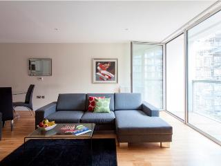Lanterns 01 Bedroom Contemporary Apartment at Best Bargain - Croydon vacation rentals