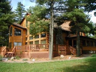 Shoreline Timbers on Lake Petenwell, log home - Wisconsin vacation rentals