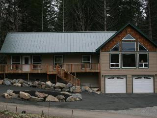 3+ bdrm/2 bath/2,184 sq. ft. w/view of Mt. Ranier - Ashford vacation rentals