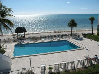 Ocean View Condo on Sandy Beach in the mid FL Keys - Marathon vacation rentals