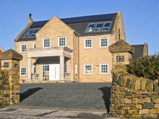 HARTCLIFFE VIEW, luxury cottage, games room, family friendly in Stocksbridge, Ref 18205 - Stocksbridge vacation rentals
