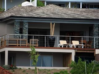 Comfortable Villa with Television and DVD Player - Orient Bay vacation rentals