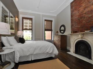 Spacious Spotless Sun Drenched -LEGAL 4 BED in NYC - New York City vacation rentals