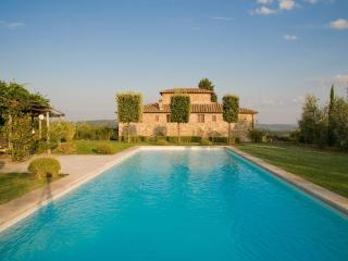 Luxury Villa w/pool,sleeps 10 + 3 near Siena. - Castelnuovo Berardenga vacation rentals