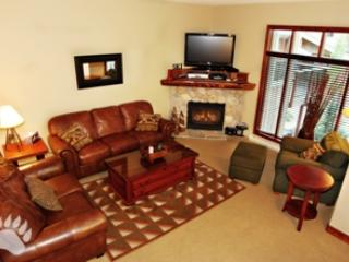 Living Room - Trapper's Landing Townhouses - 05 - Sun Peaks - rentals