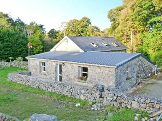 WALSH'S COTTAGE, off road parking, near Connemara National Park, in Oughterard, Ref 11557 - County Galway vacation rentals