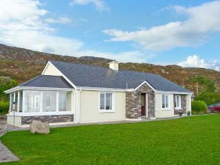 KERRY WAY COTTAGE all ground floor, stunning views, family-friendly cottage near Caherdaniel in Castlecove Ref 19379 - Sneem vacation rentals