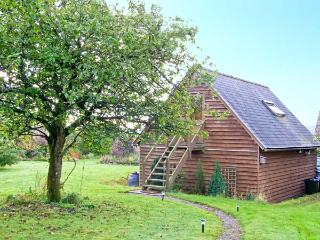 OAKELEY MYND LOFT, bright romantic studio apartment, countryside setting, walking/cycling, close Bishop's Castle Ref 20308 - Shropshire vacation rentals