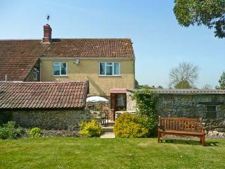 SOCKETY FARM COTTAGE, on a working farm, with enclosed courtyard and garden, walks nearby, near Crewkerne, Ref 20952 - Sherborne vacation rentals