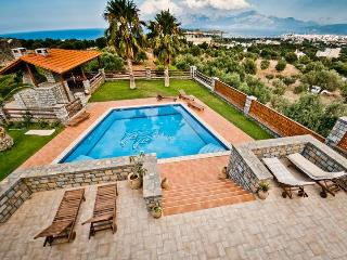 4 bedroom Villa Theano in Agios Nikolaos - Mirtos vacation rentals
