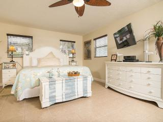 GulfSideSuite at 30 seconds Walk to the Beach. WOW - Clearwater vacation rentals