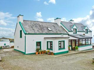 NANA'S HOUSE family-friendly, sea views in Allihies Ref 13491 - Castletownbere vacation rentals