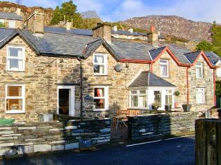 BWTHYN GER AFON, woodburner, off road parking, gardens, in Tanygrisiau, Ref 15039 - Tanygrisiau vacation rentals