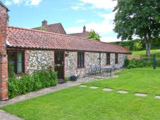 MOONLIGHT COTTAGE, single-storey cottage, romantic retreat, with garden and parking, in Coltishall, Ref 19822 - East Runton vacation rentals