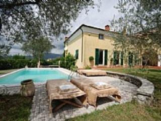 Villa Cuzia - Bolano vacation rentals
