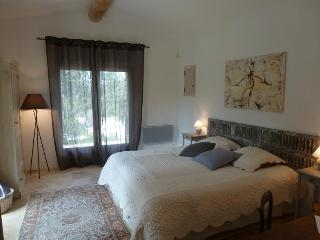 room Perle, Les Terrasses - Gordes, BnB, WiFi, heated pool, a.c. - Gordes vacation rentals