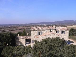 Cozy Villa with a Pool and Grill at Gordes, Luberon, Provence - Gordes vacation rentals
