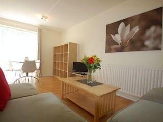 Birds, bees and (two) bedrooms in Chiswick! - London vacation rentals