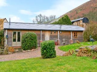 WILLOW BROOK BARN, single-storey cottage, with woodburning stove, garden, parking, walks from door, in Asterton, Ref 15524 - Shropshire vacation rentals