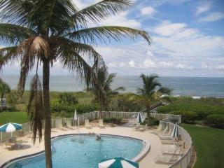 Right on the Beach with Extraordinary Views! - Siesta Key vacation rentals