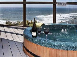 Open 8/21-25 Submarine -Oceanfront & Hot Tub - Lincoln City vacation rentals