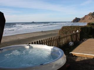 Open 8/16-21 Shoreline Chateau Oceanfront &Hot Tub - Lincoln City vacation rentals