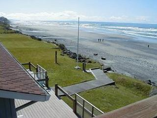 Sea Star South - Oceanfront w/ Hot Tub - Lincoln City vacation rentals