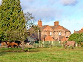 THE COACH HOUSE, cosy romantic retreat, patio garden, close to Ironbridge and Bridgnorth, Ref 12444 - Bridgnorth vacation rentals