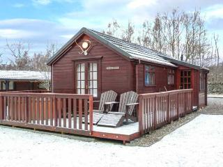 CREAG DHUBH, hot tub, decked area, garden, off road parking, in Newtonmore, Ref 19880 - Newtonmore vacation rentals