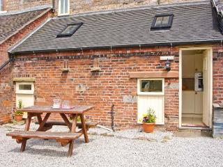 COACHMAN'S COTTAGE, woodburner, off road parking, gravelled garden, in Bradnop - Bradnop vacation rentals