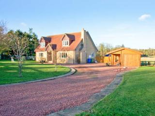MILLENNIUM COTTAGE, games room, ample off road parking, gardens, in Embleton, Ref 20697 - Embleton vacation rentals