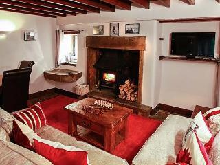MONKS COTTAGE, detached, Grade II listed property, woodburner, en-suite bedroom, walks from door, in Threshfield, Ref 21352 - Threshfield vacation rentals