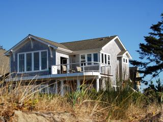 BAY FRONT BUNGALOW  FEBRUARY SPECIAL $225/night !! - Lincoln City vacation rentals