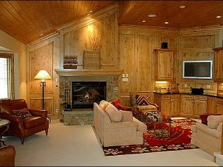 Located right on Fanny Hill - Views of the slopes (2921) - Snowmass Village vacation rentals