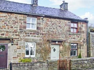 HONEYSUCKLE COTTAGE, charming cottage, patio, close pub and walking in Longnor Ref 19892 - Peak Forest vacation rentals