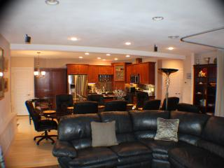 Comfortable 2 bedroom Condo in Federal Way with Internet Access - Federal Way vacation rentals