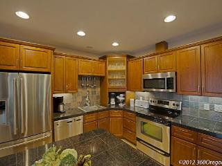 Lovely Condo with Internet Access and Dishwasher - Federal Way vacation rentals