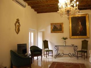 Spanish Steps Luxury Apartment Carrozze - Rome vacation rentals