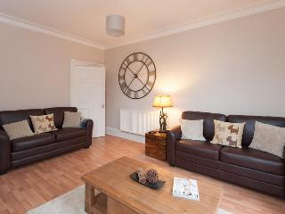 Lovely 2 bedroom Edinburgh Apartment with Internet Access - Edinburgh vacation rentals