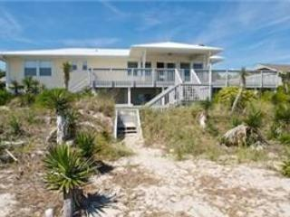 4 bedroom House with Hot Tub in Pine Knoll Shores - Pine Knoll Shores vacation rentals