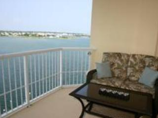 3 bedroom Condo with Shared Outdoor Pool in Beaufort - Beaufort vacation rentals