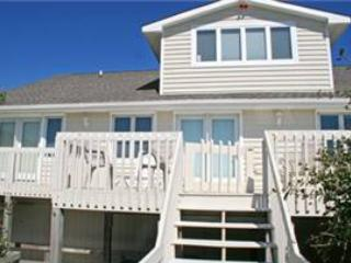 Spacious House with Internet Access and A/C - Pine Knoll Shores vacation rentals