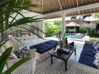 Umah Di Desa III - 3 Bed pool villa in Batubelig - Seminyak vacation rentals