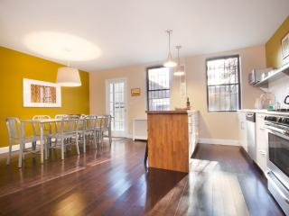City Glam - LEGAL 4 Bedroom for a NYC Experience - New Rochelle vacation rentals