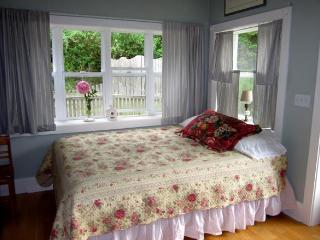 The Rose Cottage on Orcas Horse Farm - Lopez Island vacation rentals