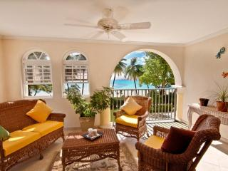 True Beachfront, Ideal for Couples & Families, Short Walk to Restaurants & Shops, Resort Pool - Dover vacation rentals