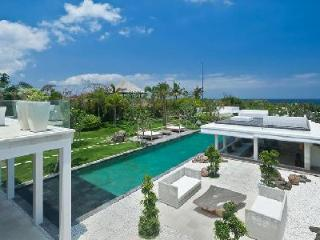 Villa Ombak Putih - Contemporary seaside villa, 150m from Cemagi beach with pool - Seseh vacation rentals